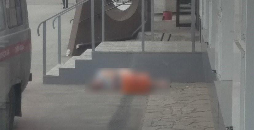 В Южноуральске из окна выпала женщина